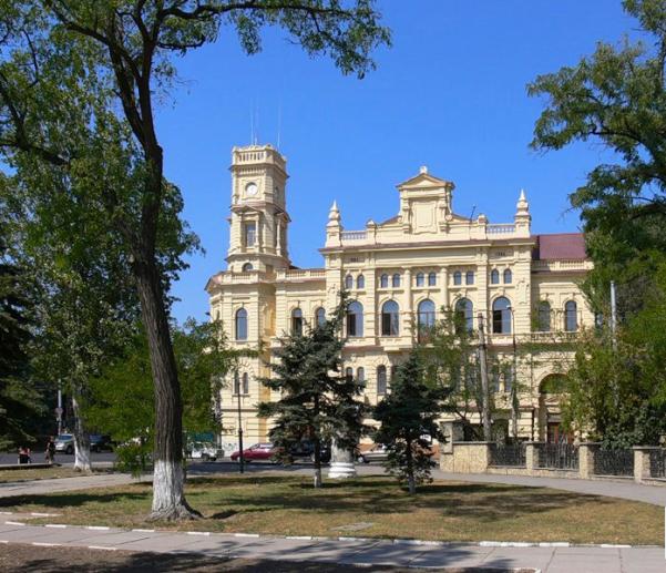 Парадний фасад музею з вул. Соборної-2